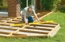 How and where to construct a wood deck framework for Decking framework timber